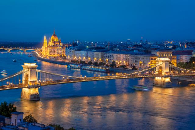 Budapest at night.jpg